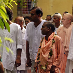 Photos from this morning in Nabadwip: Srila Bhakti Nirmal Acharya Maharaj inspects the grounds of Sri Chaitanya Saraswat Math for the first time in many months.