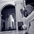 Damodar-Maharaj-Praying-Duotone