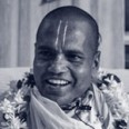 121108-Srila-Acharya Maharaj-Duotone-Thumb